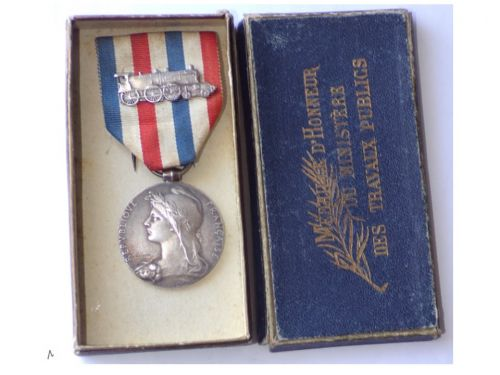 France WW1 Railroad Silver Merit Medal for 25 Years Service 1st Type by Roly Attributed to Female 1918 by Paris Mint Boxed