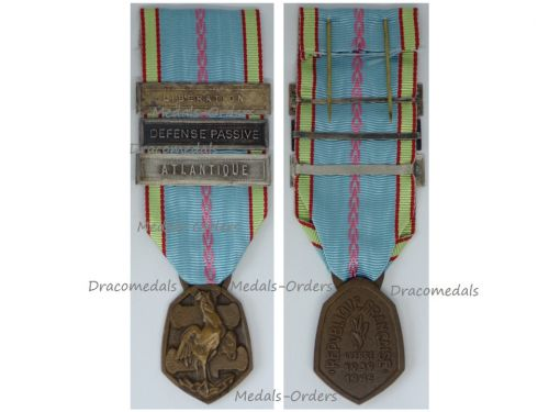 France WW2 Commemorative Medal 1939 1945 with 3 Clasps (Atlantic, Liberation, Defense  Passive) by the Paris Mint